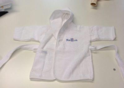 logo borduren op Baby badjas regus
